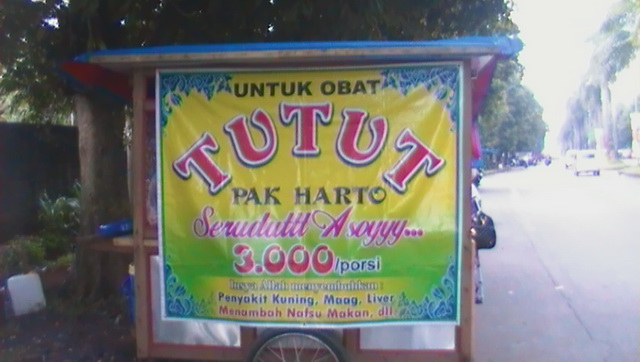 Tutut Pak Harto Rp 3000 per Porsi di Depan Giant Yasmin Bogor